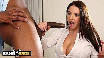Video porno de uma gostosa transando com o negão depois de medir a rola dele no seu braço