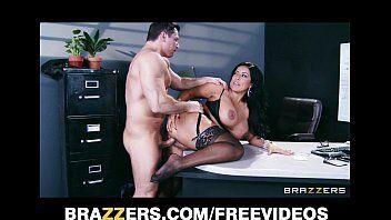 XXX videos do cara metendo com a sua secretaria safada que tem peitos lindos bem grandes