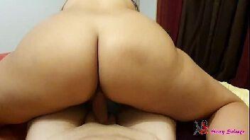 Parsexual esposa gostosa rabuda sentando na piroca