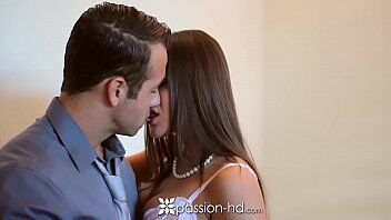 Video anal mostra uma vadia deliciosa em cenas de filme porno que deixa namorado louco de tesão com vontade de foder