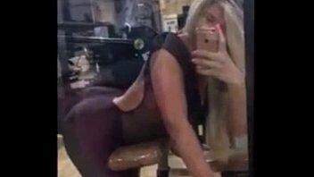 Gostosa travesti mostrando seus dotes na hora de fazer academia com seu namorado
