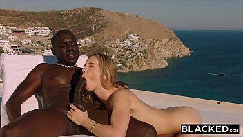 Xhamister tem uma deliciosa loira transando na beira da piscina com seu namorado com uma vista maravilhosa