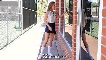 Porno tub mostra uma cadela da escola indo para academia só ver a rola do seu namorado para ver se ele transa com ela depois do treino