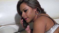 Safada ligando para o seu amante ir lhe comer com tudo em um porno foda para as brasileirinhas