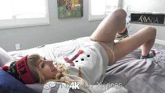 Sexo com princpesa deliciosa mostra como ela adora o papai noel e o natal pois ela adora pedir os melhores presentinhos