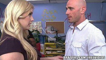 Sexo da brazzers apresenta uma vadia indo tirar satisfação com o professor do seu filho e acaba apaixonada por ele