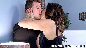 Video de gostosa sentando em cima da vara do namorado viraliza e deixa ela muito famosa como atriz porno mais desejada