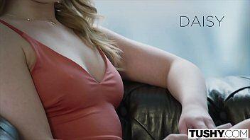 Entrevista de emprego mostra essa mulher super gostosa do xvideos tirando a roupa para sexo