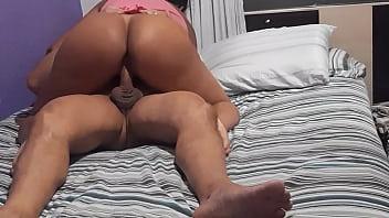 Videos de mulheres enormes sentando com tudo em cima de uma pica gostosa para fazer sexo animal