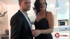 Anna Polina morena novinha experiente em um sexo selvagem com seu macho dotado