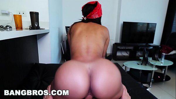 Carola Rivera morena da bunda grande sentando com tudo na pingola do filho da puta