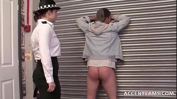 So putaria da boa com a policial safada metendo com o bandidão bem dotado