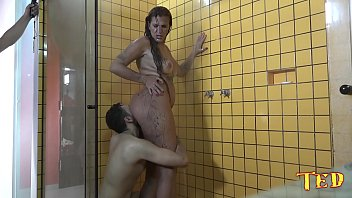 Xvideos bangbros com uma morena linda da bunda enorme fodendo no vestiário