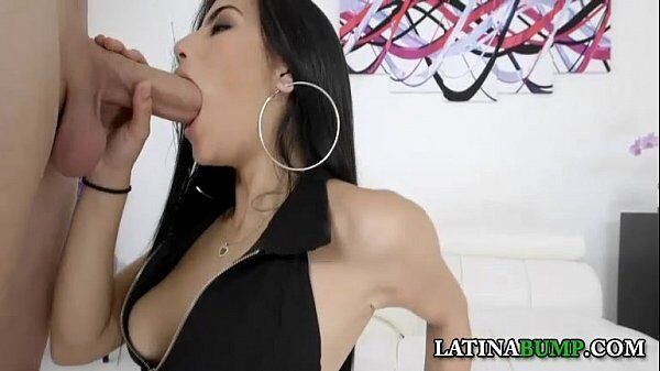 Michelle Martinez devorando com tudo a pica desse filho da puta que esta bem dura por sinal