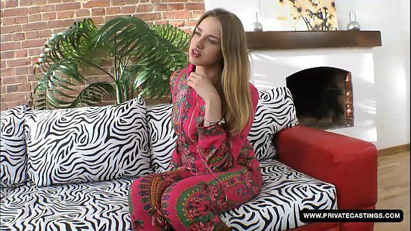 Milana Fox atriz porno novinha com cara de safada em uma boa foda com seu macho em cima do sofá