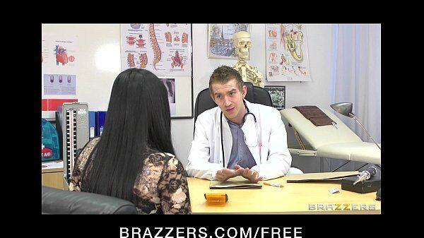 Morena cavalona dando gostoso demais da conta para o seu médico sem vergonha