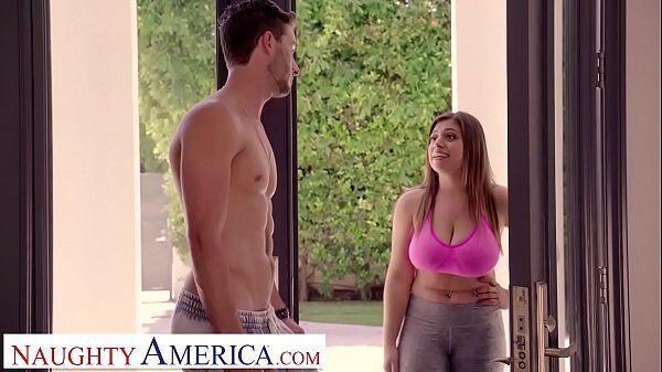 Naughty America ruivinha safadinha demais da conta entrando para dentro da casa do vizinho para foder