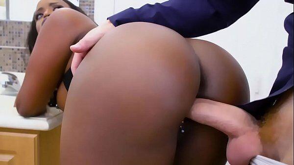 Negona bunduda fazendo sexo quente com pauzudo