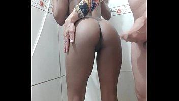 Novinha fudendo pelada dando a xoxota lisinha