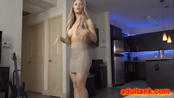 Porno da gretchen veja uma loira linda da porra metendo igual chuchu na cerca com um cara bem dotado