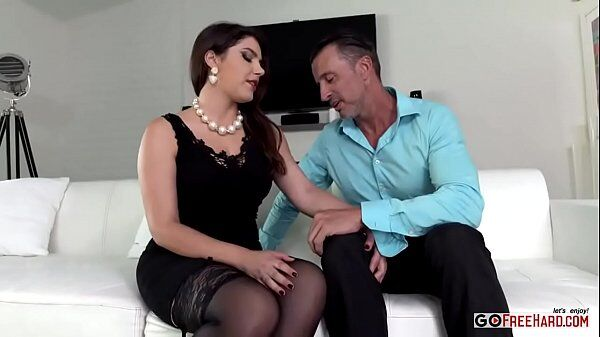 Xvideos 2017 morena coroa muito gostosa metendo forte com esse filho da puta em cima do sofá