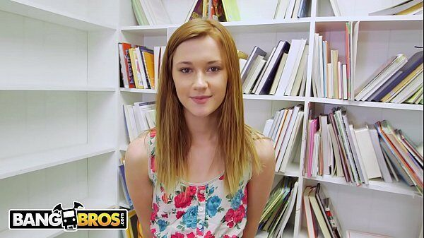 Alaina Dawson uma ruivinha linda que adora pau na boquinha de veludo para dar uma provadinha