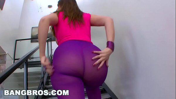 Mundo erotico gostosas morena safada e dona de uma bunda grande subindo as escadas para uma boa foda