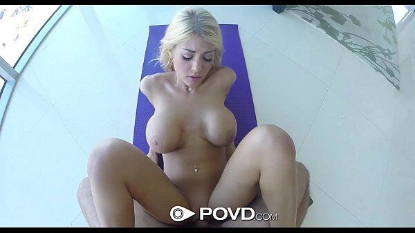 Nina Lins porno loira metendo gostoso de pernas abertas depois de sua aula de yoga
