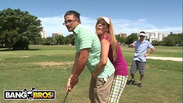 Sexo com o amante depois da partida de golfe