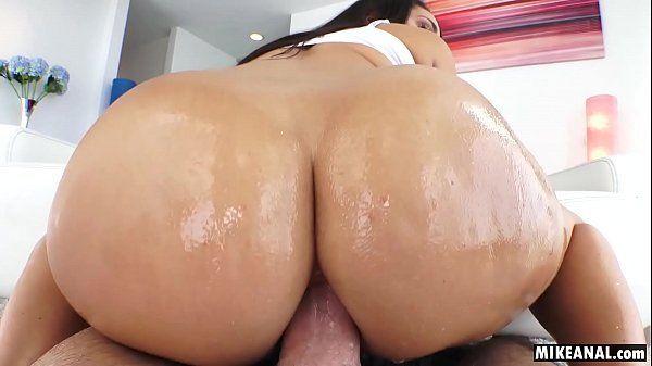 Morena rabuda fazendo sexo anal em HD