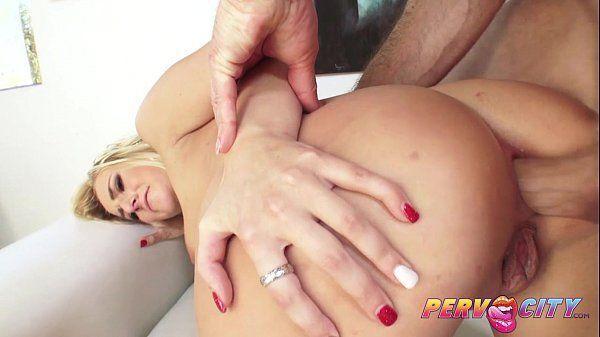 Porno gostoso com loira linda gemendo pra dar o cu