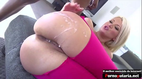 Pornoputaria loira rabuda sendo fodida e gozada