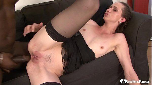 Filme sexo hot negão arrombando cu de branquela
