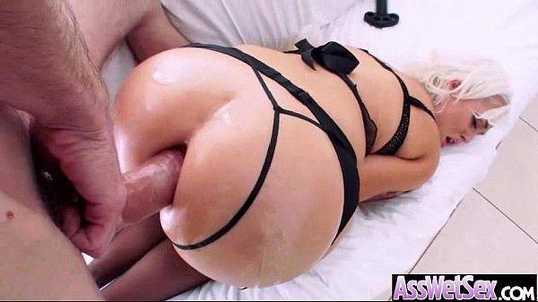 Loira cuzuda fazendo anal sem capa
