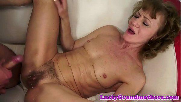 Fri porno velha sendo fodida no cu e gozada