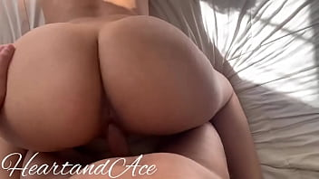 Xvideos pornstars gostosa fudendo de quatro pelada