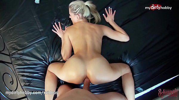 Foda gostosa com a namorada dando o cu