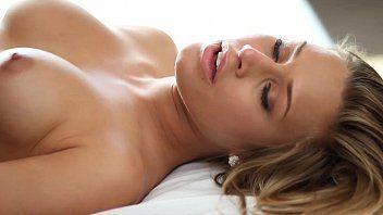 Ixxx fazendo sexo gostoso com uma linda loira que é novinha