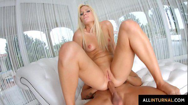 Porno hardcore com loira linda perfeita dando cu