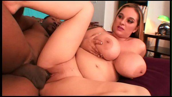 Pornô peituda dando o bucetão pro amante