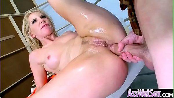 Sexo bruto dotado arrombando cu de loirinha