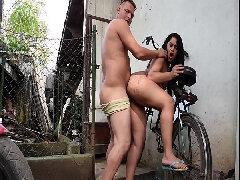 Corno manso filmando esposa dar pro vizinho