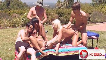 Surubão com a galera do porno ao ar livre