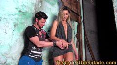 Vodeos porno sexo animal com uma loira deliciosa na favela onde o traficante mete o ferro nela com tudo