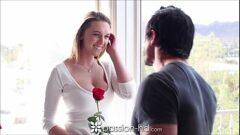 Xvideosporn putinha fazendo sexo com namoradinho depois de ganhar flores no dia dos namorados