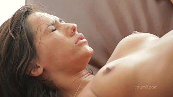Pornô sexo morena novinha chorando na rampa com o pinto grande e duro entrando gostoso na sua xereca quando ela fica toda arreganhada